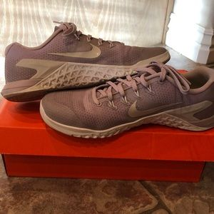 Like new Nike Metcon DSX Size 9, lavender